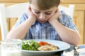 menino comer